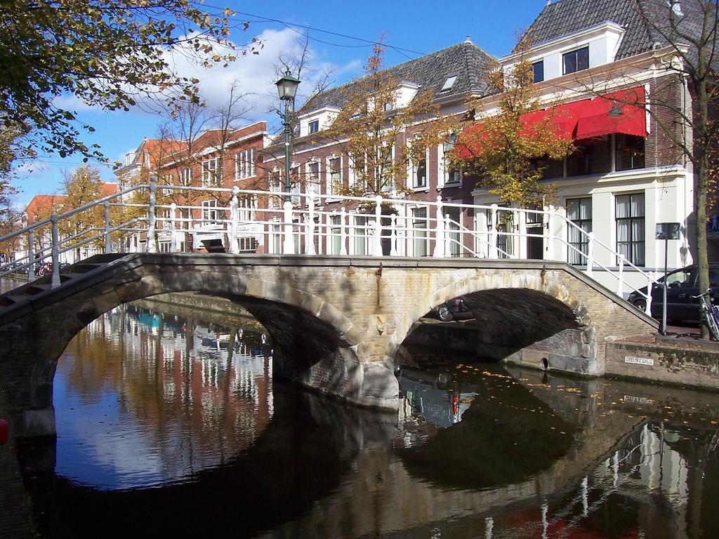 Bedrijfsuitje Delft Grachten Oud centrum