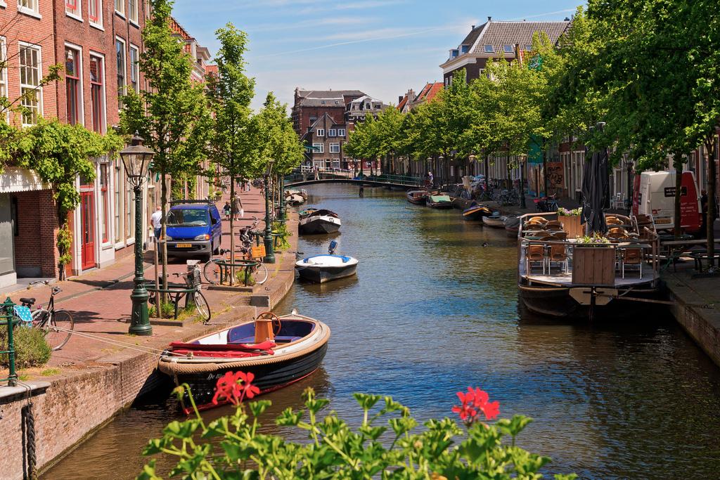 Bedrijfsuitje Leiden Grachten Sloepen Outdoor