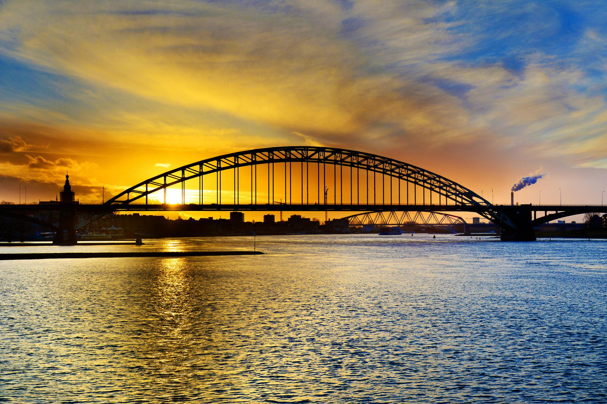 Bedrijfsuitje Nijmegen Brug Zonsondergang Waalbrug