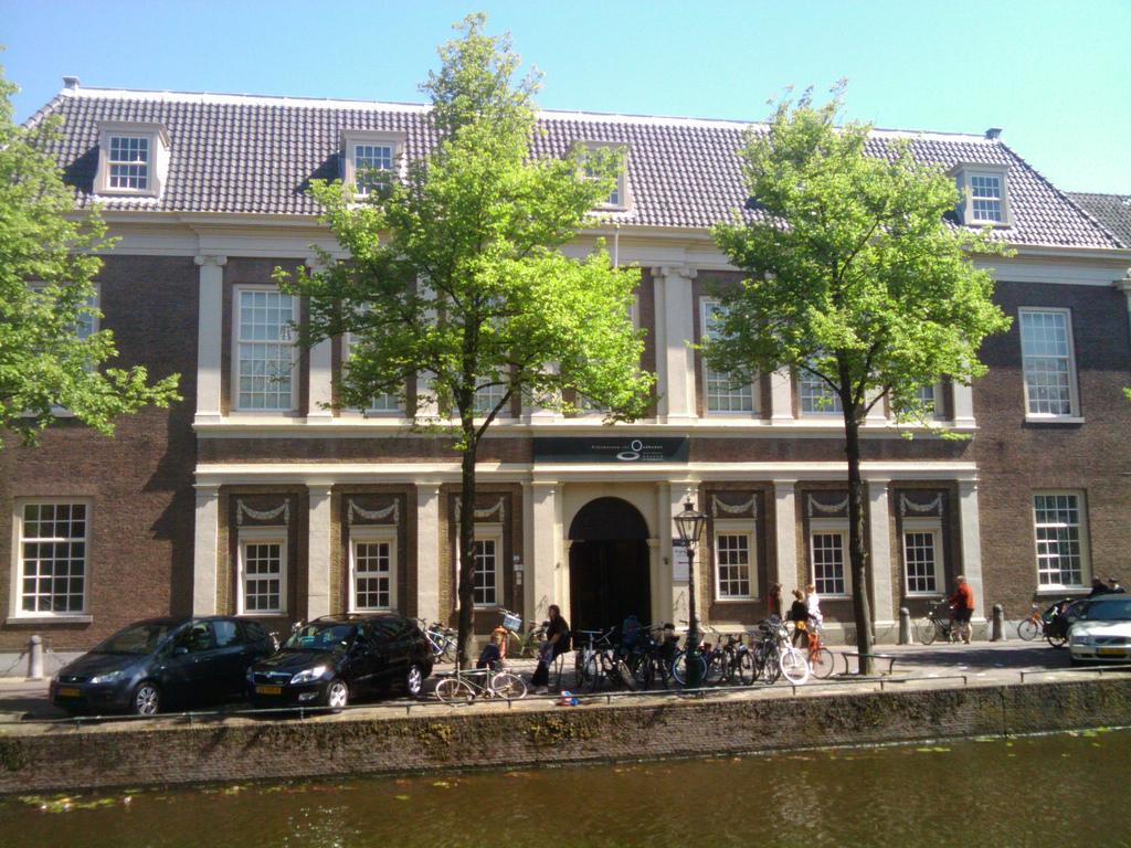 Personeelsuitje Leiden Rijksmuseum van Oudheden Rapenburg