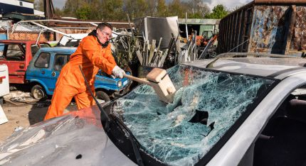 Teambuilding Zwolle: Wreck & smash your Car!