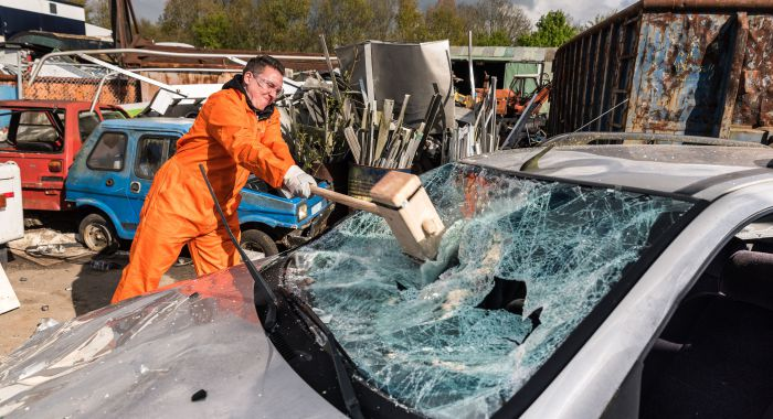 Personeelsuitje Amsterdam: Wreck & smash your Car!