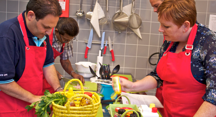 Proeverijen teambuiding: Workshop Surinaams koken